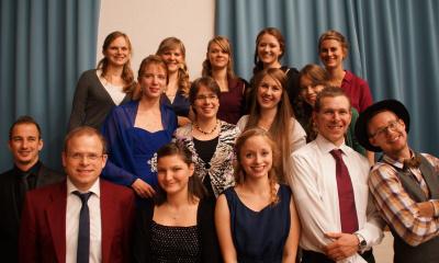 Gruppenfoto von unseren Studierenden beim Schulfest